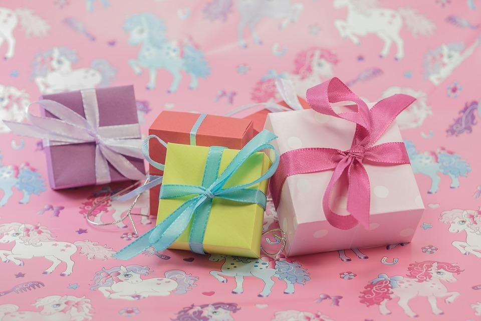 Les cadeaux promotionnels sont un moyen de communication continue entre une entreprise et ses clients