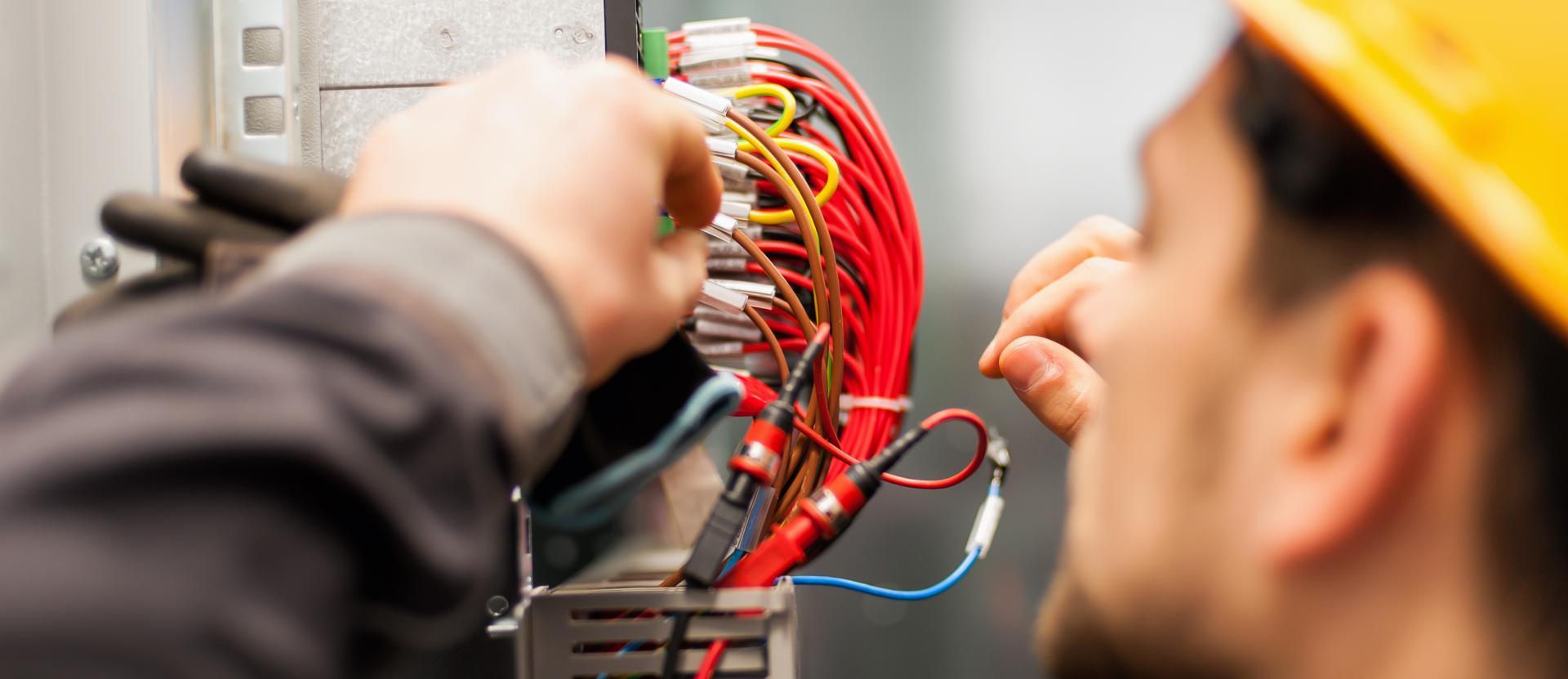 Quelles sont les normes pour une installation électrique industrielle?